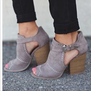 Shoes - Studded bootie